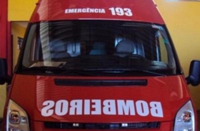 Após sofrer uma queda, idosa é conduzida ao hospital pelos bombeiros voluntários