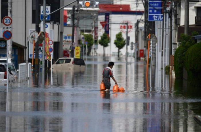 Japão acelera tarefas de resgate após inundações que deixaram mais de 50 mortos