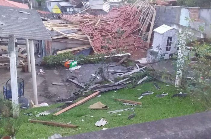 CICLONE: Casal de idosos perde casa em Jaraguá do Sul