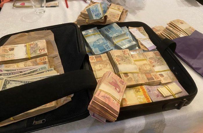 Operação Alto Escalão apreende mala de dinheiro na casa de investigados — Foto: Arquivo pessoal