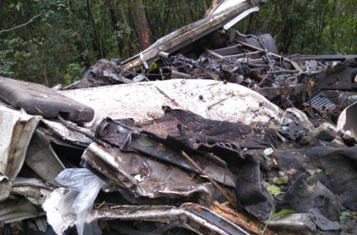 Atualizando: Caminhoneiro morre após queda de veículo em abismo na Serra do Rio do Rastro