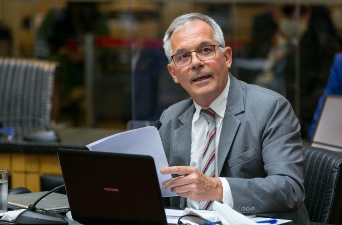 O desembargador Carlos Alberto Civinski abriu as manifestações de voto durante a sessão do tribunal. (Foto: Rodolfo Espínola/Agência AL)