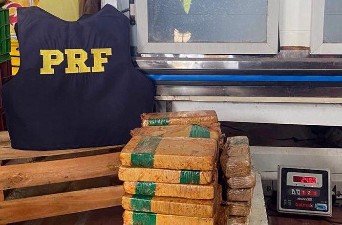 Apreensão de cocaína pela PRF, na BR-470 em Navegantes. Imagem: PRF SC