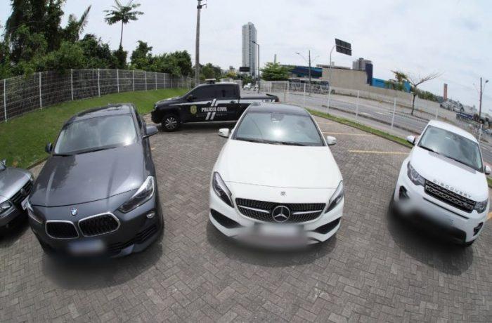Na Operação Pombo de Ouro, três carros de luxo foram apreendidos – Foto: Celso Renner/Polícia Civil