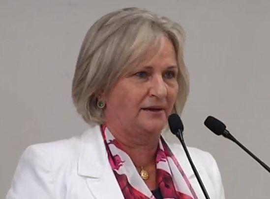 Vereadora Nina pede que Jaraguá cumpra lei e coloque psicólogos nas escolas