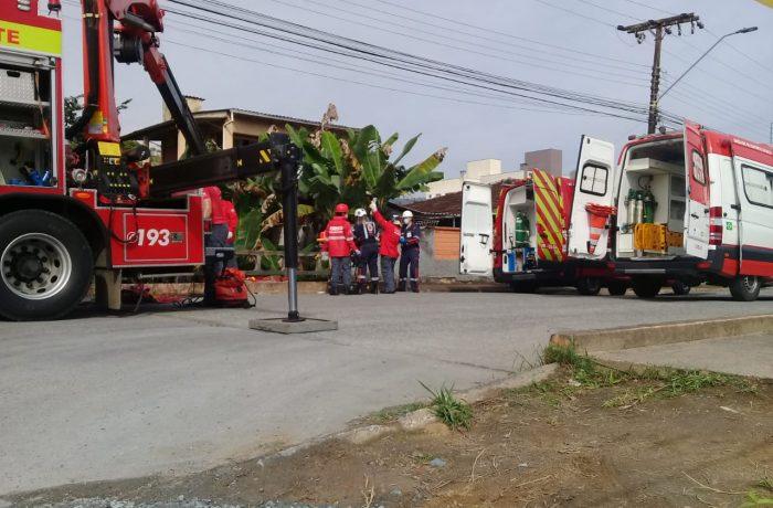 Operação no São Luis: Bombeiros resgatam homem que caiu em córrego