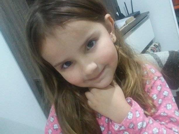 Mãe de menina morta pelo pai depõe à polícia em Guaramirim