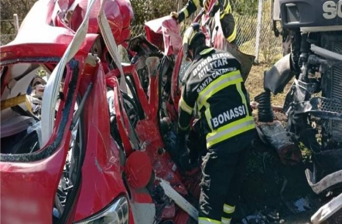 Gravíssimo acidente mata dois homens na SC-418, em Joinville