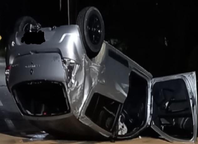 Homem fica ferido após capotar veículo em Guaramirim