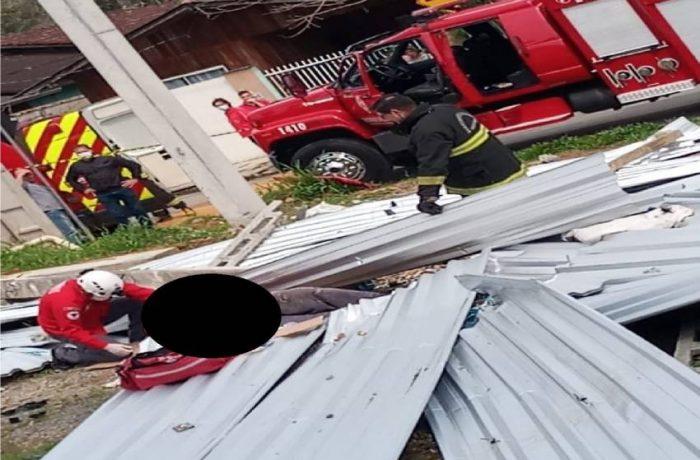 Trabalhadores sofrem ferimentos graves após estrutura desabar em Guaramirim