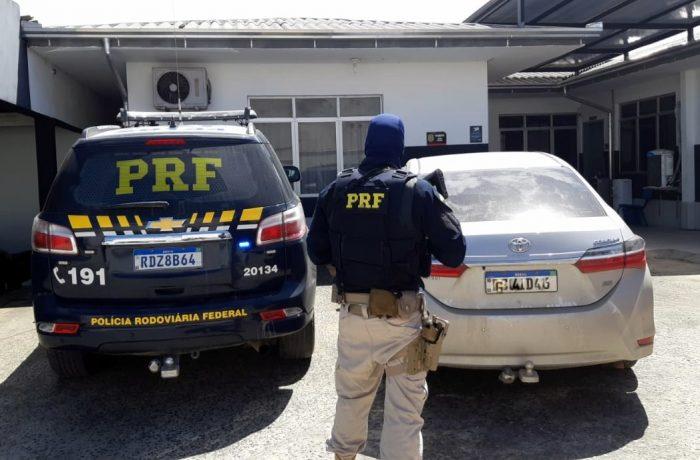 Homens são presos na BR 101 com carro roubado no PR e que circulava clonado