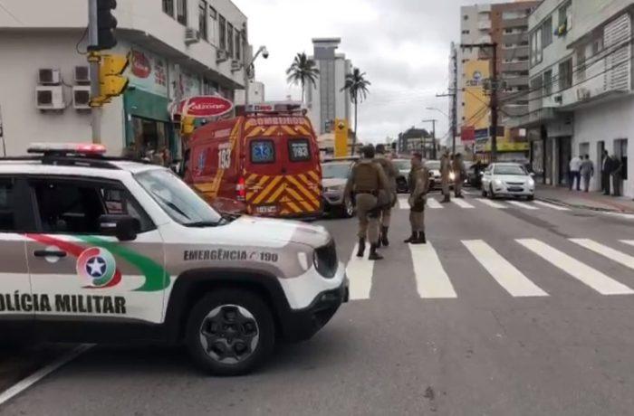 PM é arremessado a 5 metros de distância após ser atropelado em Florianópolis