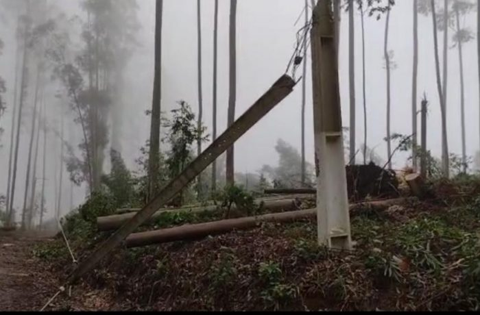 Defesa Civil confirma passagem de tornado por cidade de SC
