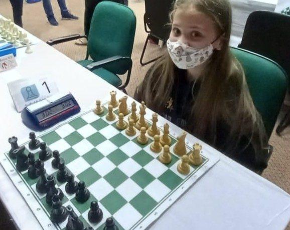 Jaraguaense é campeã brasileira de xadrez